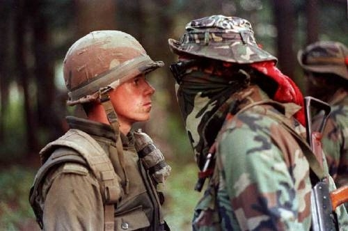 Pte. Patrick Cloutier, a 'Van Doo' perimeter sentry, and Mohawk Warrior Brad Larocque, a University of Saskatchewan economics student, face off during the Oka Crisis (Image: Shaney Komulainen of Canadian Press, September 1, 1990)